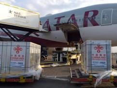 中国援助肯尼亚的首批新冠疫苗运抵乔莫·肯雅塔国际机场